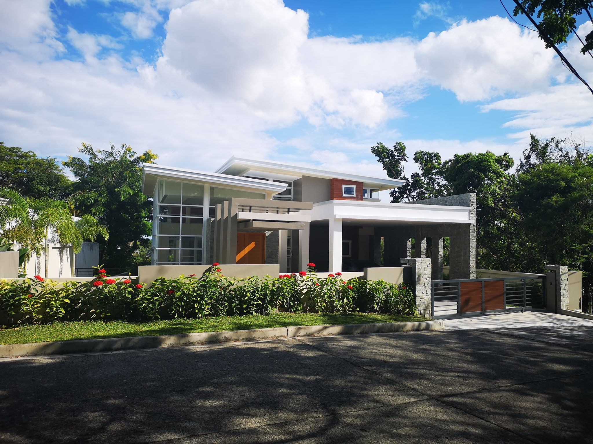 5BR Banilad house for sale Maria Luisa Cebu City with elevator